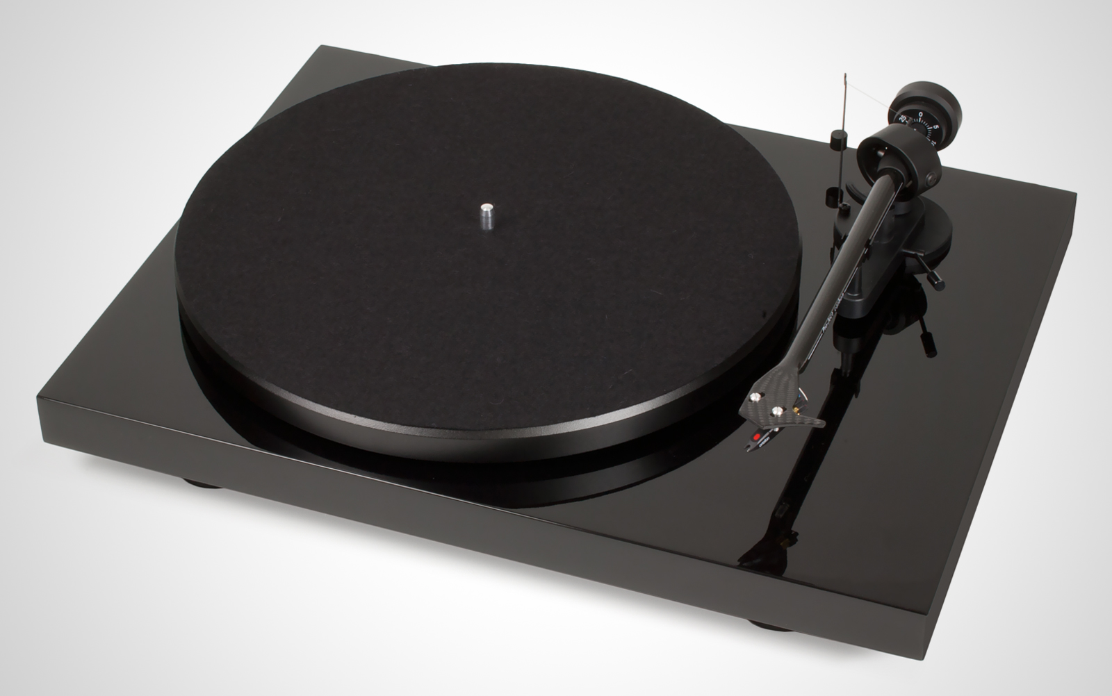 Pro-Ject-Debut-Carbon_01_black