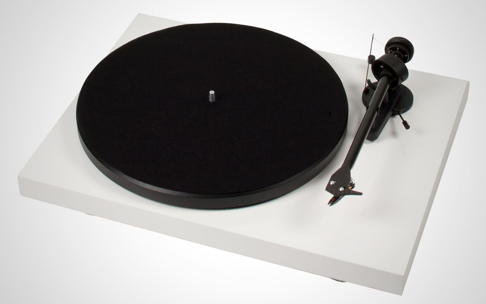 Pro-Ject-Debut-Carbon_02_white